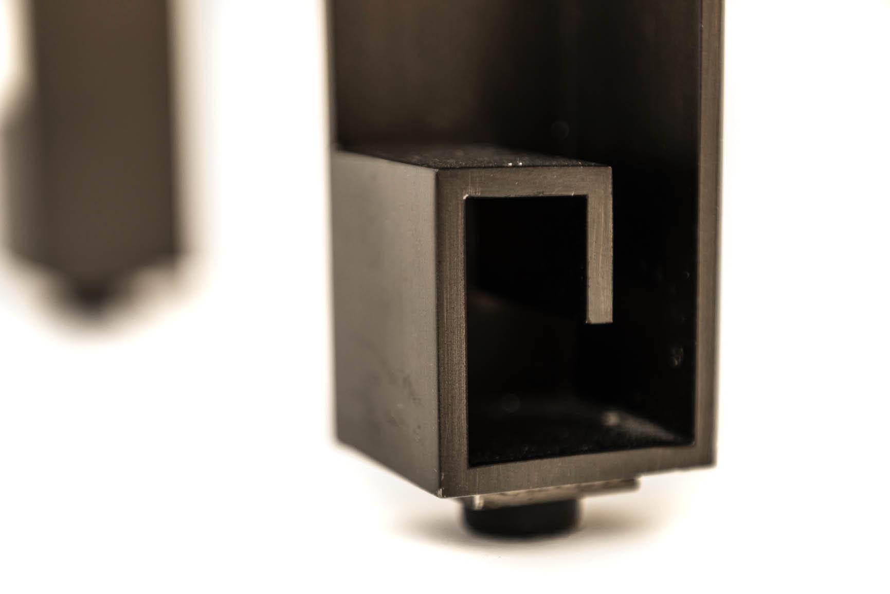 Abbate Veal Design-console-leg detail-decca london