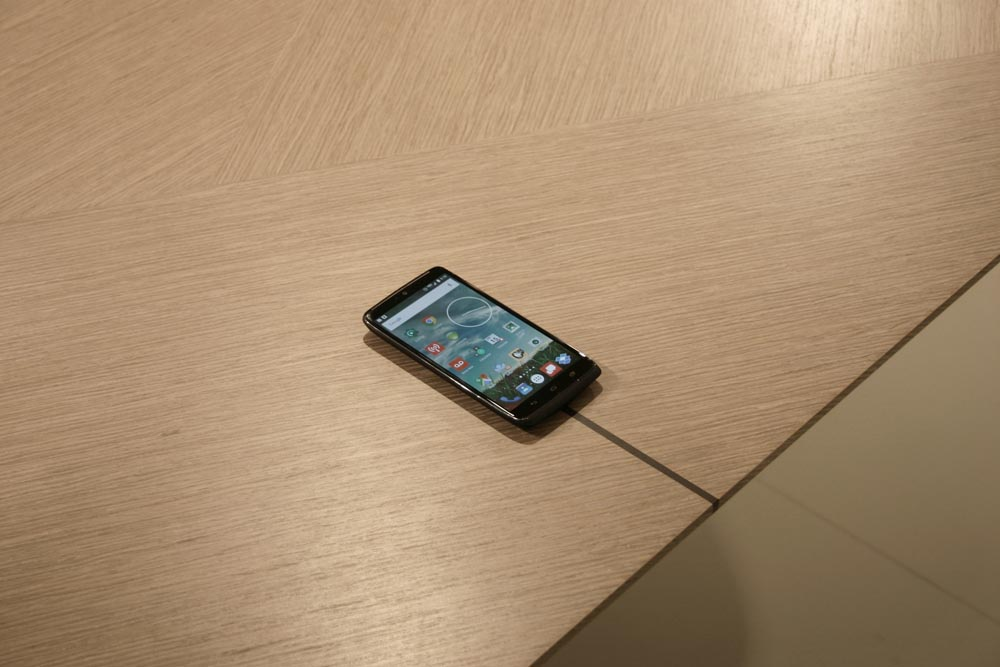 Decca-London-Motile-height-adjustable-conference-table-decca-charge-wireless-charging