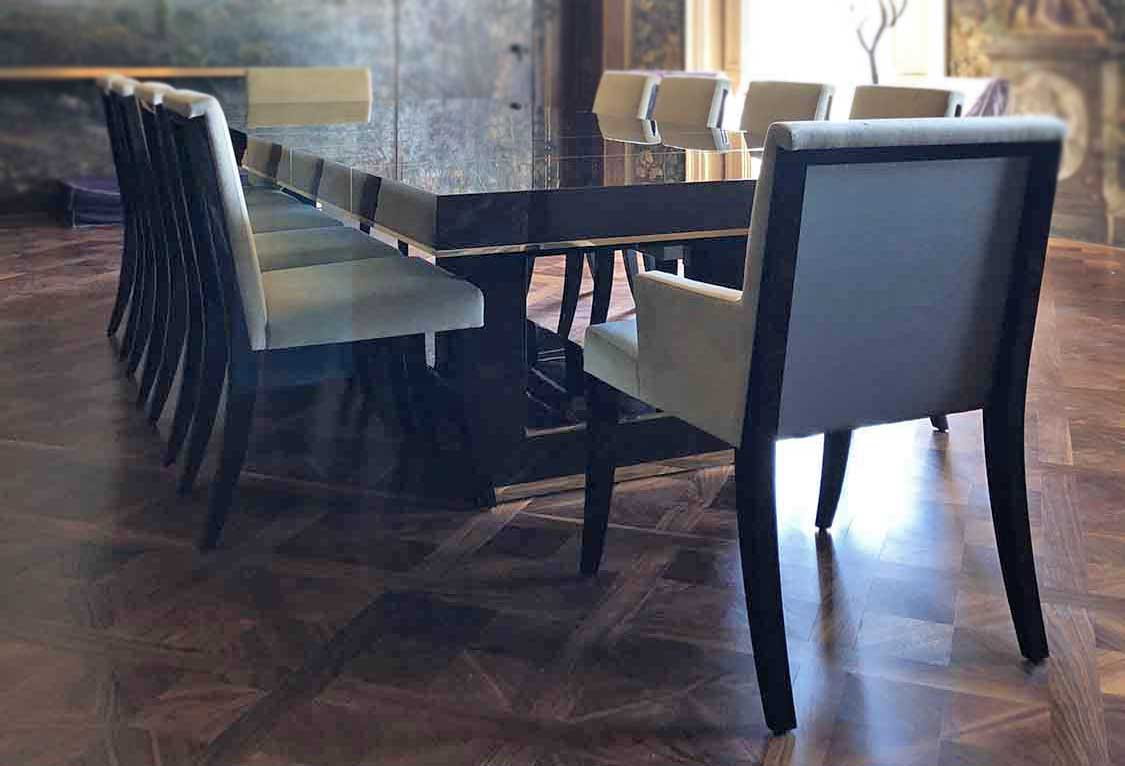 Bespoke extendable dining table by Decca